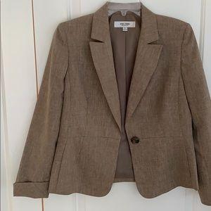 2PC Jones studio suit. Jacket size 6 pants size 8